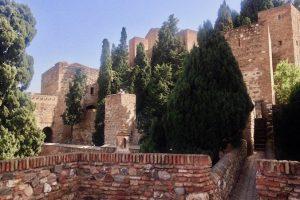 Piękna, wielopoziomowa izłożona wswej konstrukcji twierdza Alcazaba była trudna dozdobycia. Doświadczyły tego nawłasnej skórze szturmujące ją w1487 r. przezponad trzy miesiące wojska Królów Katolickich. Malaga, marzec 2017 r. (archiwum autorki)
