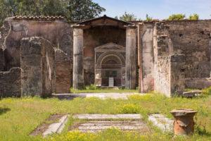 """Ruiny Pompejów. Według archeologów dowybuchu Wezuwiusza mogło dojść najesieni, ok. 24 października (Anemone123 / <a href=""""https://pixabay.com/pl/pompeje-kolumnowy-fontanna-dom-2275406/"""">Pixabay</a>)"""