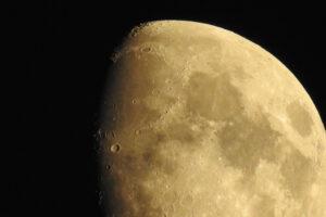 Polscy naukowcy zbadają, jak wydobywać regolit z powierzchni Księżyca