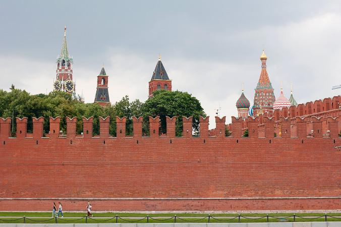 """Prezydent Rosji Władimir Putin podpisał 5 kwietnia ustawę, któraumożliwia mu ubieganie się okolejne dwie sześcioletnie kadencje prezydenckie poupłynięciu obecnej w2024 r. Nazdjęciu ilustracyjnym fragment murów Kremla wMoskwie, Rosja (<a href=""""https://pixabay.com/pl/users/peggy_marco-1553824/?utm_source=link-attribution&amp;utm_medium=referral&amp;utm_campaign=image&amp;utm_content=1029561"""">Peggy und Marco Lachmann-Anke</a> / <a href=""""https://pixabay.com/pl/?utm_source=link-attribution&amp;utm_medium=referral&amp;utm_campaign=image&amp;utm_content=1029561"""">Pixabay</a>)"""
